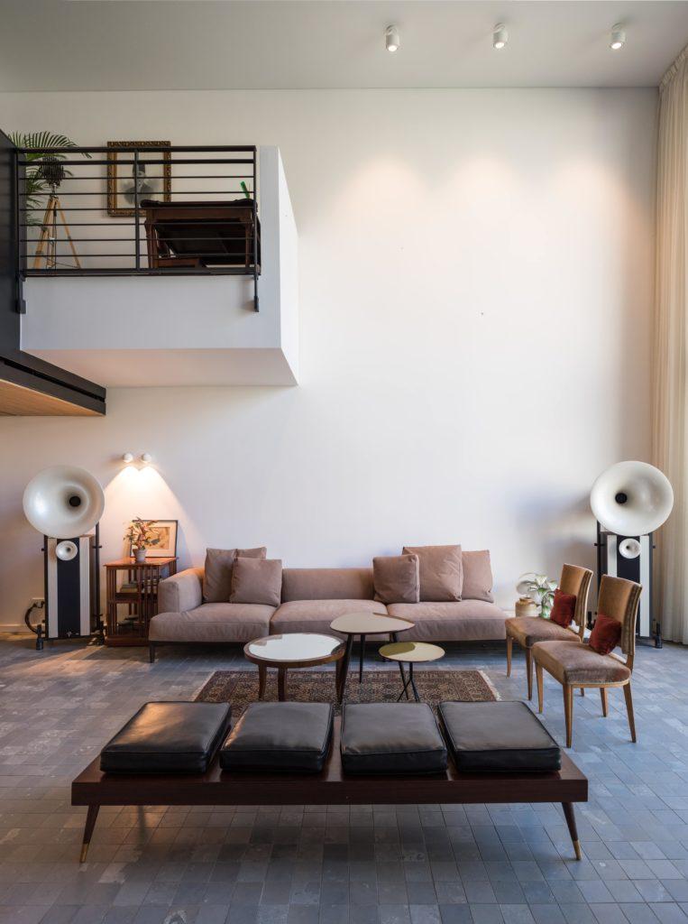 The interior living space of Quartier6/7 apartment in Beirut on Decoventure.